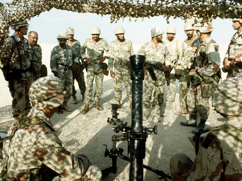 A member of the 1st Battalion, 325th Airborne Infantry Regiment, explains the M-252 81mm mortar to Saudi Arabian national guardsmen.  The mortar is being exhibited as part of an equipment and hardware static display during Operation Desert Shield.